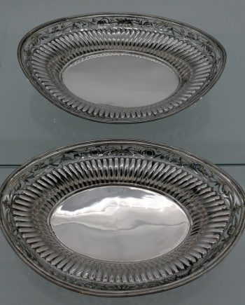 pair roll dishes